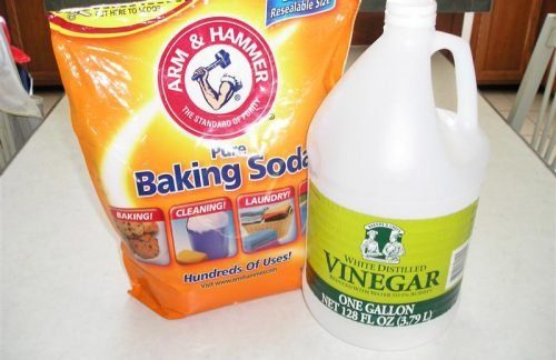 Soda and vinegar to clean the dishwasher